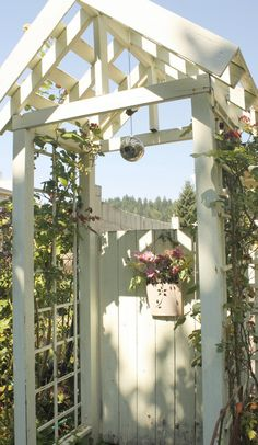 60 Amazing Garden Gates and Fence Design Ideas - DIY Garten Garden Archway, Garden Entrance, Garden Arbor, Garden Doors, Garden Trellis, Arbor Gate, Archway Decor, Garden Cottage, Rose Cottage