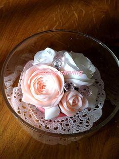 直径8センチほどのガラスの器に。香るお花、ソープカービング作品のアレンジメント。ローズ、フローラルの香り。プレゼントに。。。|ハンドメイド、手作り、手仕事品の通販・販売・購入ならCreema。