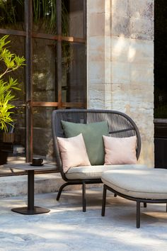 Comfy outdoor lounge set The Kodo collection by studio segers combines elegance with tactile rope an Outdoor Sofa, Outdoor Spaces, Outdoor Living, Terrasse Design, Balcony Chairs, Outdoor Furniture Design, Garden Furniture, Lounge Outfit, House And Home Magazine