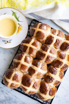 Flaske, Kors, Hot Cross Buns, Waffles, Bread, Breakfast, Recipes, Morning Coffee, Brot