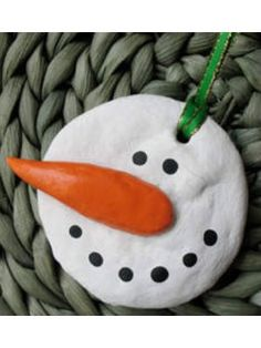 17 ornaments kids can make ~ Includes salt-dough snowmen.  This is such a fun way for kids to make dough and decorate!