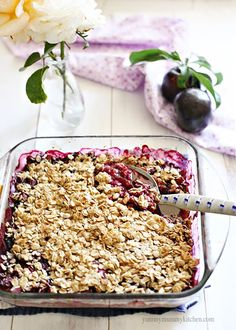 Yummy Mummy Kitchen: No Sugar Added Plum Berry Crisp (leave out the plumbs and use frozen mixed berries) Yummy Mummy, Yummy Food, Healthy Desserts, Healthy Recipes, Plum Recipes Gluten Free, Yummy Recipes, Plum Crisp, Fast Metabolism Recipes, Prune