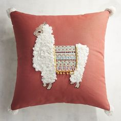 Sewing Pillows Fuzzy Llama Pillow - Llamas are typically found in places like Peru, but our llama's giving global drama to your sofa with exotic embroidery, a curly coat-plus pompoms just for fun. Alpacas, Handmade Home Decor, Diy Home Decor, Arte Punch, Baby Pillows, Throw Pillows, Home Crafts, Kids Crafts, Llama Pillow