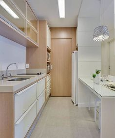 Galley Kitchens Design Ideas and Configuration Tips Features - homevignette Galley Kitchen Design, Galley Kitchens, Interior Design Living Room, Living Room Decor, Small Room Bedroom, Kitchen Decor, Kitchen Ideas, Sweet Home, Kitchen Cabinets