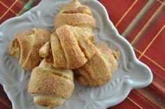 Pumpkin Pie Croissant Rolls via livesigmakappa.com