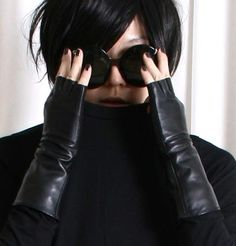 36.50$ Genuine Sheepskin Leather Fashion Runway Gothic Punk Rock Lady fingerless Gloves (M)