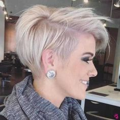 50 Mind-Blowing Simple Short Hairstyles for Fine Hair 2019 50 Mind-Blowing Simple Short Hairstyles for Fine Hair hair is not a curse. Hair of this type is very appealing if properly handled. Short Bobs With Bangs, Short Hairstyles For Thick Hair, Thin Hair Haircuts, Haircut For Thick Hair, Long Hair Cuts, Braided Hairstyles, Curly Hair Styles, Hairstyles Videos, School Hairstyles