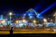 Крупнейший культурно-развлекательный комплекс всего Поволжья «Пирамида» был построен в самом центре города, рядом с кремлевскими стенами, в 2002 году. Выбор места расположения был встречен неоднозначно - кто-то считает объект со столь необычными формами неуместным для исторической части тысячелетнего города, а кто-то, напротив, полагает, что это здание способно стать новым центром притяжения людей. Здание, достигающее 31,5 м в высоту и имеющее семь уровней, способно одновременно вместить до…