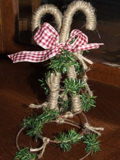 As I am gearing up for the holiday season I finally found a project I liked enough to break out my STASH of mattress springs salvaged from a. Decoration Christmas, Burlap Christmas, Primitive Christmas, Christmas Fun, Country Christmas, Christmas Ornaments, Christmas Garden, Cowboy Christmas, Primitive Fall
