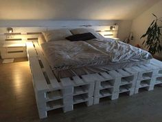 Easy diy pallet bed frame building plans instructions ideas home improvement astonishing for wood beds loft p Wood Pallet Beds, Diy Pallet Bed, Wood Beds, Pallet Ideas, Pallet Projects, Pallet Patio, Pallet Shelves, Pallett Bed, Headboard Pallet
