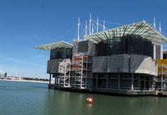 Oceanário de Lisboa com o teleférico ao fundo. Crédito: Leonardo Mesquita