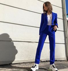 New Bespoke Ladies Women Business Office Tuxedo Royal Blue Jacket Pants Casual Suits. Business Outfit Frau, Business Dress, Business Suits, Mode Outfits, Fashion Outfits, Womens Fashion, Paar Style, Look Blazer, Casual Suit