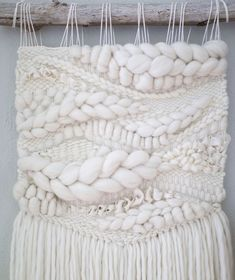 All white pieces can be a challenge. No colour means they need extra texture and details. Weaving Wall Hanging, Weaving Art, Tapestry Weaving, Loom Weaving, Hand Weaving, Wall Hangings, Weaving Projects, Macrame Projects, Yarn Crafts