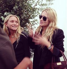 Mary-Kate and Ashley Olsen right at their show at NYFW // Photo by @barumigu