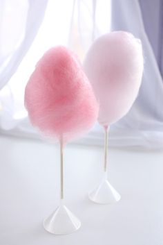 These are cotton candy cake pops... wow! #cakepops #cottoncandy
