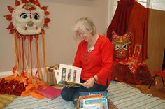Chrissie Weltike our #earlyyears practitioner #storytelling. #holburnemuseum