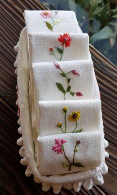 다건 ·우리꽃손자수 ·물 흡수력 좋은 무명17수 ·20*30 다건바구니 ·21*10*6 수저바구니 ·26*12*7.5 Handkerchief Embroidery, Floral Embroidery Patterns, Embroidery Alphabet, Embroidery Flowers Pattern, Flower Embroidery Designs, Embroidery Stitches Tutorial, Pineapple Embroidery, Brazilian Embroidery, Sewing Stitches