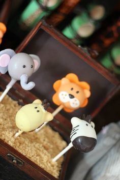 Jungle animal safari themed cake pops www.spaceshipsandlaserbeams.com