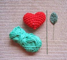 Materials:   No 4 yarn (Worsted Weight/ Aran yarn): red, pink and green  Crochet hooks: 4 mm and 5 mm  Iron wire  Polyeste Fibrefill  Ar...