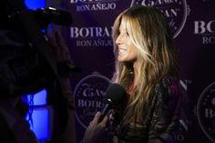 Natalia Alvarez atendiendo a la prensa. Foto: José Morraja.