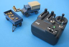 """3D-printed Micro RC Truck """"Unimog"""" and Transmitter (1/87)"""