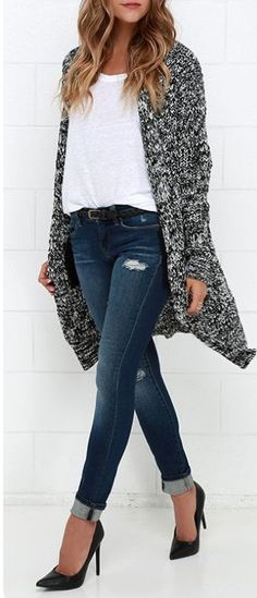 I love the mix of chunky sweater cardigan with the classic black pumps. Looks chic, but also comfy! I love the mix of chunky sweater cardigan with the classic black pumps. Looks chic, but also comfy! Looks Chic, Looks Style, Mode Outfits, Casual Outfits, Casual Jeans, Casual Office Attire, Cardigan Outfits, Sweater Cardigan, Loose Sweater