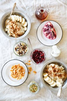 Perfect Steel-Cut Oatmeal With Fruit Nuts & Seeds A Power Bowl to Start the Morning! Oatmeal Quinoa Breakfast Bowl Recipe with Bananas Coconut Pepitas Pomegranate Seeds Maple Syrup & Cinnamon Source by spotebi Healthy Breakfast Desayunos, Health Breakfast, Breakfast Recipes, Breakfast Ideas, Sunday Breakfast, Breakfast Club, Healthy Foods To Eat, Healthy Dinner Recipes, Healthy Snacks