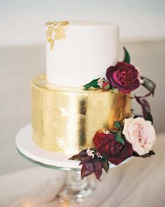 This Couple's Intimate Baltimore, Maryland, Wedding Took Place in Two Different Venues The red-velvet cake by Buttercream Bake Shop gleamed with gold leaf and was finished with lush blooms. Small Wedding Cakes, Summer Wedding Cakes, Floral Wedding Cakes, Elegant Wedding Cakes, Wedding Cake Designs, Small Weddings, Amazing Weddings, Summer Weddings, Casual Wedding