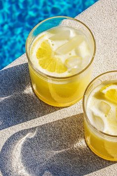 Can't deal with juicing a ton of lemons? Throw a whole one in the blender and you'll see that laziness has its own rewards.#lemons #lemonrecipes Cocktail Drinks, Cocktails, Pitcher Drinks, Blood Orange Margarita, Laziness, Liqueurs, Lemon Recipes, Sangria, Juicing