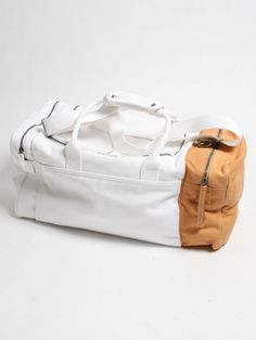 To know more about Martin Margiela Holdall, visit Sumally, a social network that gathers together all the wanted things in the world! Featuring over other Martin Margiela items too! My Bags, Purses And Bags, Sac Week End, Mode Inspiration, Mode Style, Weekender, Backpack Bags, Duffle Bags, Messenger Bags