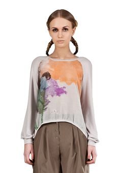 https://www.cityblis.com/4509/item/6411 | Light entropy top - $140 by Freak Factory |  Luxurious, loose cut top with a unique print. To create a lighter piece suitable for cooler autumn days and evenings, Freak Factory has combined a silk-cotton mix front with silver grey sleeve and back details in a lightweight knitwear. The asymmetric front-back hemline, with a silver grey knitwear... | #Tops/Blouses