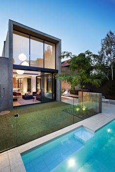 Best Ideas For Modern House Design & Architecture : – Picture : – Description Australian architects Workroom Design collaborated with Agushi Builders to create Oban House, an urban house in South Yarra near Melbourne, Australia. Exterior Design, Interior And Exterior, Moderne Pools, Modern Properties, Australian Homes, Modern House Design, Loft Design, Interior Architecture, Architecture House Design
