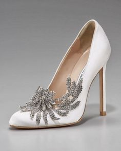 Manolo Blahnik Swan Embellished Satin Pump in White: The Bella Swan shoe from her wedding in the third Twilight movie. Such a gorgeous shoe and I was beyond jealous when I saw them in the movie. Manolo Blahnik gets it right every time. Sapatos Manolo Blahnik, Manolo Blahnik Shoes Wedding, Cute Shoes, Me Too Shoes, Fab Shoes, Black Shoes, Casual Shoes, Jimmy Choo, Sunglasses For Your Face Shape