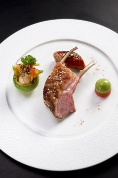Lamb by Chef Eric Briffard @ Le Cinq: Wine Recipes, Gourmet Recipes, Cooking Recipes, Chefs, Food Plating Techniques, Michelin Star Food, Lamb Dishes, Molecular Gastronomy, Food Presentation