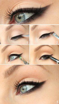 Blackened eyeliner to the New Year! (Black eyeshadow, Small eyeshadow brush, Black eyeliner and black mascara)