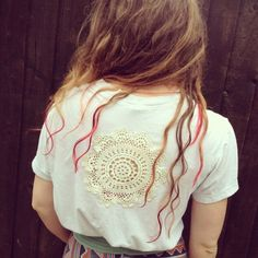Use vintage crochet doilies to transform an old t-shirt for a sexy, laid back, Summer style.