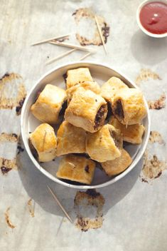 Sausage Rolls - definitely trying this. Although source says these are Australian in origin - ever self respecting Irish person I know was raised on sausage rolls! Recipes Appetizers And Snacks, Finger Food Appetizers, Snack Recipes, Aussie Food, Sausage Rolls, Game Day Food, Freezer Meals, I Love Food, Food To Make