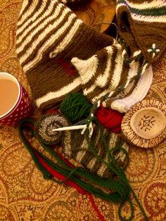 Nålebinding ready for Yule time #etsy#draicraeft#viking#wool #Nålebinding #nålbindning #neulakinnas #kinnasneula #needlebinding #naalbinding #nalbinding #Nadelbindung