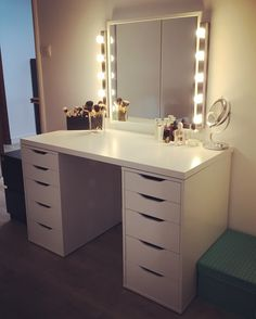 Makeup Vanity Table With Fold Down Mirror soon Makeup Geek In Target out Makeup Geek Bitten Cute Room Decor, Teen Room Decor, Room Ideas Bedroom, Bedroom Decor, Makeup Room Decor, Makeup Rooms, Vanity Room, Ikea Vanity, Vanity Desk