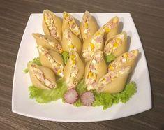 Sałatka jajeczna w muszlach makaronowych Pyszna, prosta i efektowna sałatka jajeczna z porem, szynką i kukurydzą konserwową, podana w formie przekąski w makaronowych muszlach. Polecam!   Składniki: 14 muszli makaronowych 3 jajka 1/2 pora (biała część) 1/2 szklanki kukurydzy konserwowej 10 dkg szynki 1-2 ząbki czosnku 2-3 łyżki majonezu 1-2 łyżki gęstego jogurtu naturalnego …