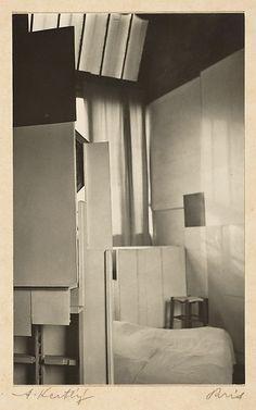 Mondrian's Studio, Paris (André Kertész, 1926)
