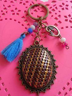 Tel Kırma Anahtarlık  SULTAN'S #telkırma #assuıt #telsarma #gift #handmade #elişi #jewelry #jewelrymaking #anahtarlık Hand Embroidery Stitches, Diy And Crafts, Sultan, Templates, Personalized Items, Jewelry, Hardanger, Amigurumi, Models