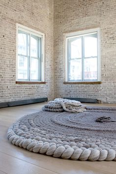 open room / knit rug