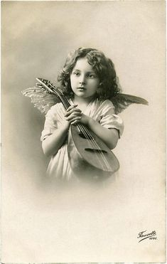A Collection of 12 Beautiful Angel Photos! Included are vintage photos of children and women dressed as Angels and photos of Angel Statues. Images Vintage, Photo Vintage, Vintage Pictures, Antique Photos, Vintage Photographs, Old Photos, Photo Postcards, Vintage Postcards, Christmas Angels