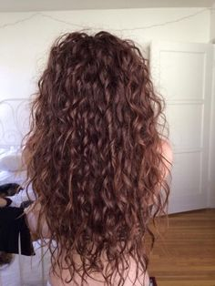 Whether you are born curly or use heat or styling, curly hair looks great! The hottest of 2020 curly hair Long Curly Hair, Curly Hair Styles, Natural Hair Styles, Curly Perm, Pretty Hairstyles, Men's Hairstyle, Funky Hairstyles, Formal Hairstyles, Wedding Hairstyles