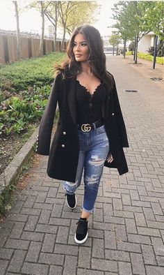 Look blazer com tenis Chic Outfits, Trendy Outfits, Trendy Fashion, Fall Outfits, Winter Fashion, Summer Outfits, Fashion Looks, Fashion Outfits, Womens Fashion