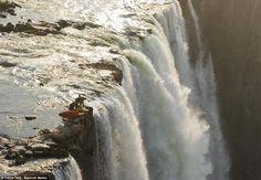 Alta Aventura – Esportes de Aventura em Teresina no Piauí – Aventureiros param à 'beira da morte' em queda d'água na África.