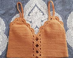 Marvelous Crochet A Shell Stitch Purse Bag Ideas. Wonderful Crochet A Shell Stitch Purse Bag Ideas. Crochet Halter Tops, Crochet Crop Top, Crochet Bikini, Mode Crochet, Crochet Baby, Knit Crochet, Crochet Style, Crochet Summer, Crochet Clothes