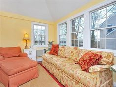 Sun Room 825 Kinderkamack Rd. Oradell, NJ $384,900 www.HalleyNatkin.com