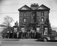 Barton Jail circa 1940 - waiting to catch a glimpse of Evelyn Dick- Hamilton, Ontario Hamilton Ontario Canada, Dundas Ontario, The Old Days, Historical Pictures, Old Pictures, Wonderful Places, Big Ben, Past, City